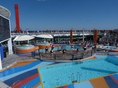 Croaziera Royal Carribean prin Mediterana: piscine pe vasul de croaziera