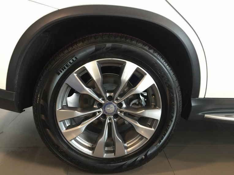 Xe Mercedes GLE 400 Coupe 4Matic màu trắng 07