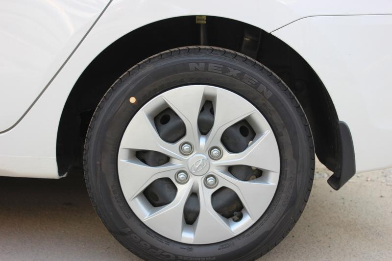 Xe Hyundai Grand i10 sedan 1.2MT Base Màu Trắng 06