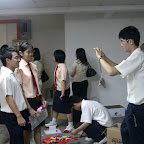 大部分的同学都在争取时间拍照留念。。