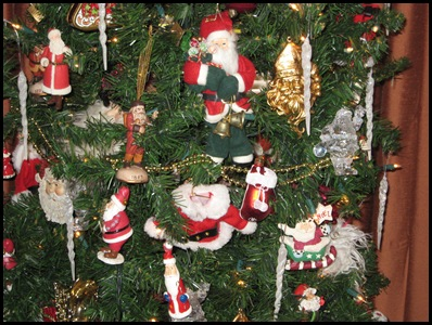 Santa tree closeup 3
