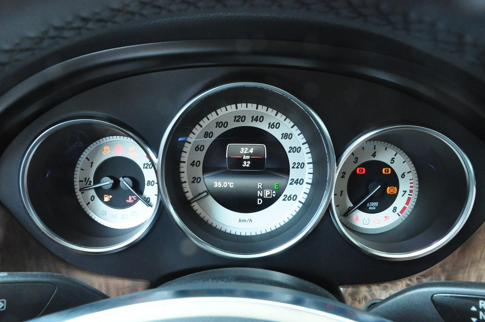 Nội thất xe Mercedes Benz CLS350 New Model màu trắng 04