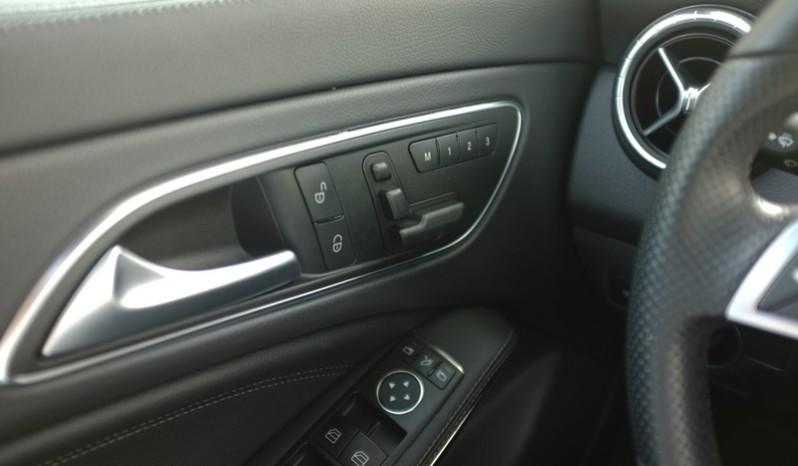 Nội thất xe Mercedes Benz CLA250 cũ 2014 màu trắng 03