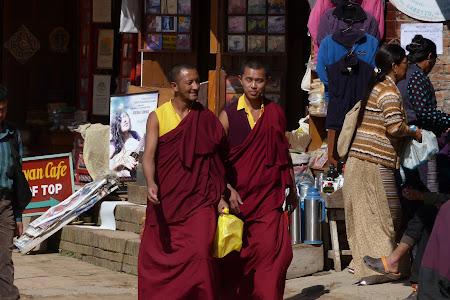Calugari tibetani in Nepal