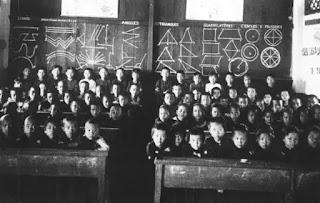 Hình tư liệu về các lớp học và các chí sĩ tham gia Đông Kinh Nghĩa Thục.