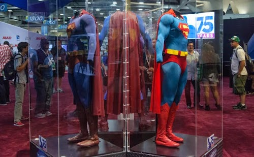 SDCC_2013_Superman_suit_8_610x377.jpg
