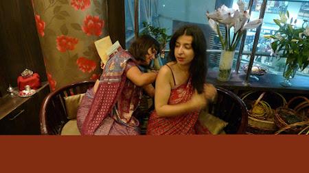 Cum se imbraca un sari de nunta in India