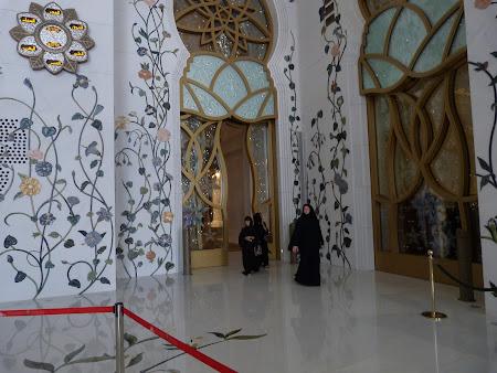 Obiective turistice Abu Dhabi: incrustratii florale