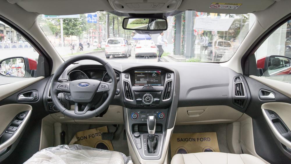 Nội thất xe Ford Focus hoàn toàn mới màu đỏ 01