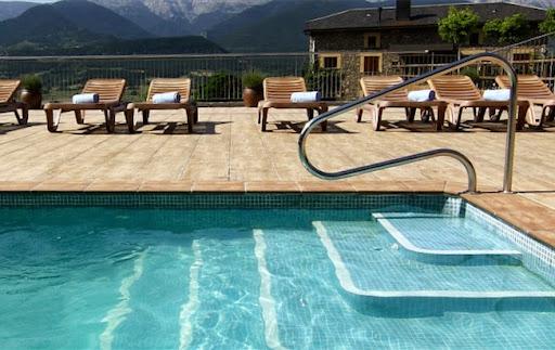Hotel Muntanya piscina.jpg