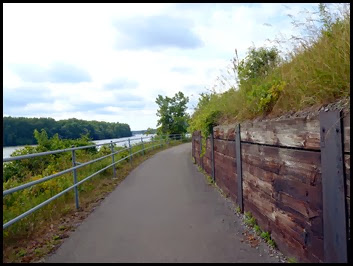 03c - Mohawk River (Erie Canal) Bike Trail heading SE - nice trail continues along the river