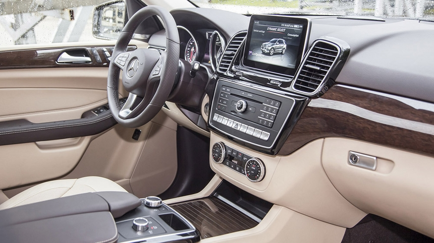 Nội thất xe Mercedes GLE 400 Coupe 4Matic màu trắng 05