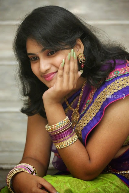 Girls,beautiful girls,south india girls,telugu girls,telugu traditional girls,south india traditional girls,beatiful girls,cute girls,telugu ammai,Girls in Saries