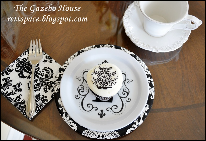 black & white damask table 015