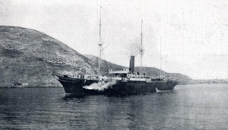 El CIUDAD DE CADIZ, saliendo de Cartagena, cuando realizaba los servicios Cartagena-Oran. Del LIBRO DE INFORMACION PARA EL PASAJERO. COMPAÑÍA TRASATLANTICA. AÑO 1908.JPG