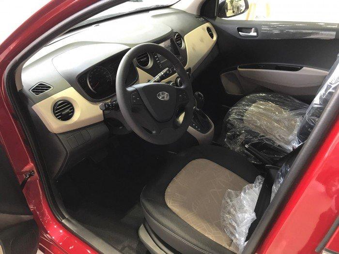 Nội thất xe ô tô Hyundai Grand i10 Nhập Khẩu màu trắng 06