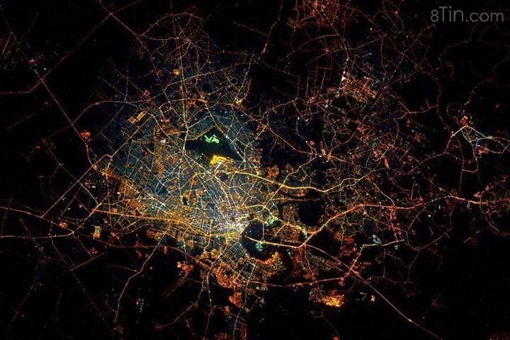Sài Gòn về đêm chụp từ trạm ISS.