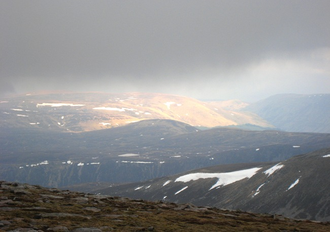 FLEETING VIEW SE OVER THE TRENCH OF LOCH MUICK