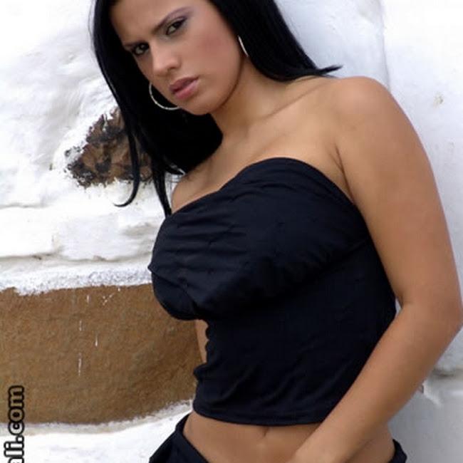 Andrea Rincon Vestido Negro Falda Foto 6