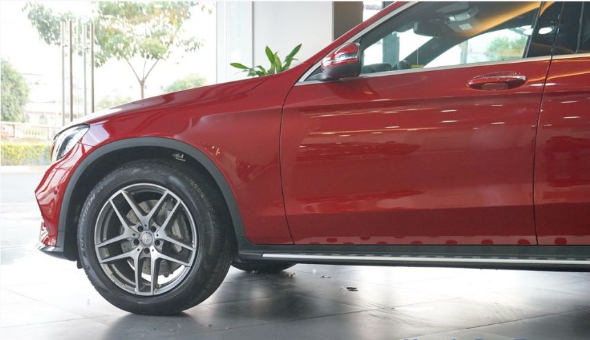 Xe Mercedes GLC 300 AMG màu đỏ 06