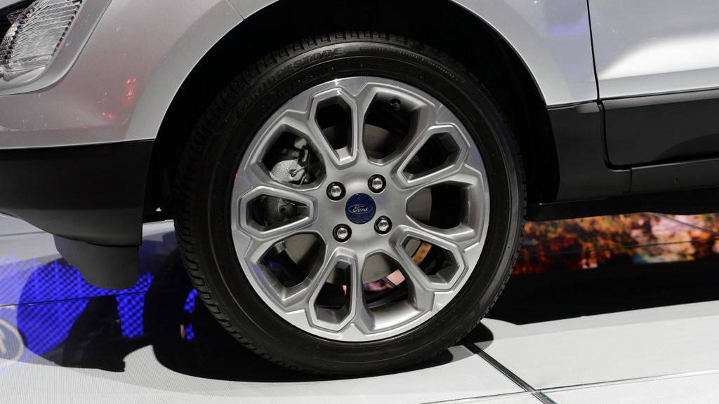 Xe Ford EcoSport 2018 màu bạc 05