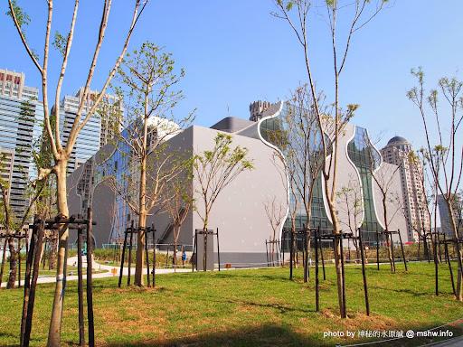 【景點】台中National Taichung Theater 臺中國家歌劇院@西屯捷運BRT新光/遠百 : Sound Cave 美聲涵洞落成!日本建築大師伊東豐雄設計的世界九大新地標 區域 台中市 夜景 展演空間 捷運周邊 旅行 景點 會展 西屯區
