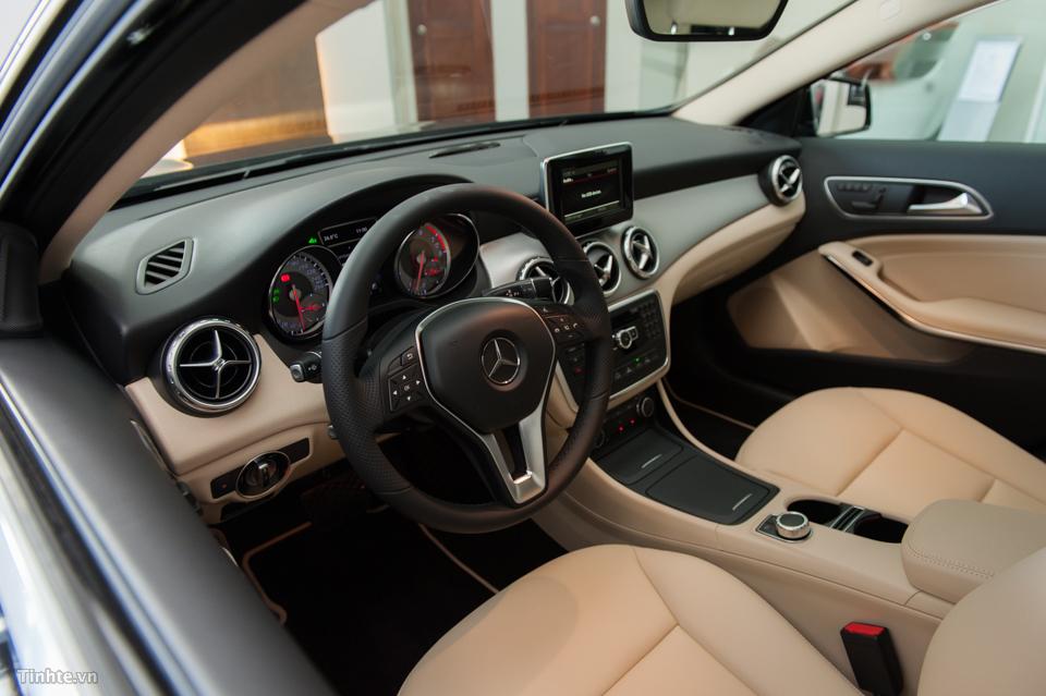 Nội thất xe Mercedes Benz GLA 200 Màu Đen 01