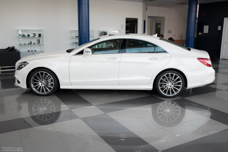 Xe Mercedes Benz CLS500 New Model màu trắng 05