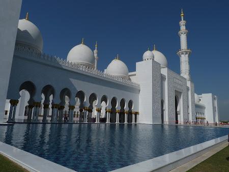 iazul moscheii din Abu Dhabi