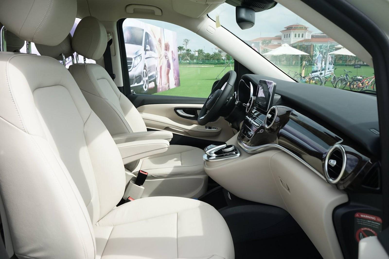 Nội thất xe Mercedes Benz V250 Avantgarde Máy Xăng màu trắng 02