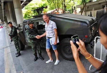 Selfie cu armata thailandeza.jpg