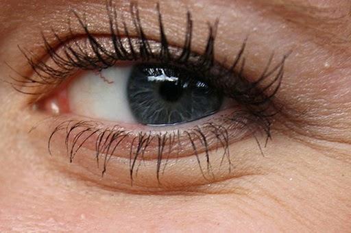 Tips Mudah dan Alami Menghilangkan Lingkar Hitam di Mata