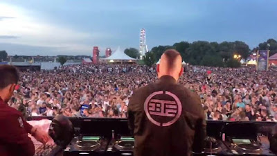 Straight in your face  Dreamfields thanks for this amazing vibe