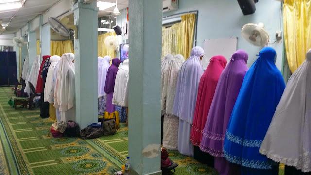 Image result for Aurat Wanita Semasa Solat