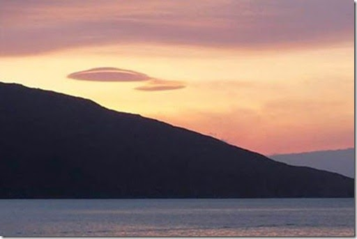 PAY-UFOs-have-been-spotted-floating-above-the-west-coast-of-Scotland