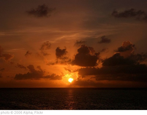 'Sunrise over Flynn Reef 2' photo (c) 2006, Alpha - license: http://creativecommons.org/licenses/by-sa/2.0/