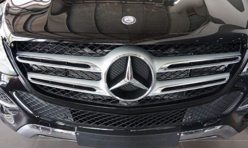 Xe Mercedes GLE 400 4Matic màu đen 03