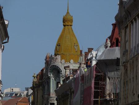 Turnul de culoare mustar