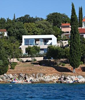 Casa con fachada de piedra vista