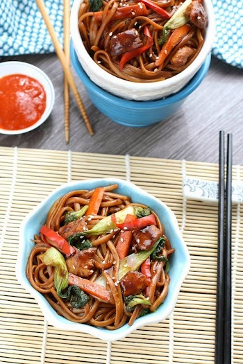 Slow Cooker Chicken Lo Mein {Crockpot} @LifeMadeSweeter.jpg