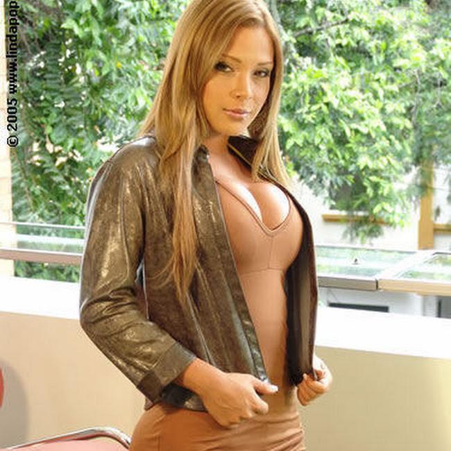 Milena Guzman Striptease Foto 1