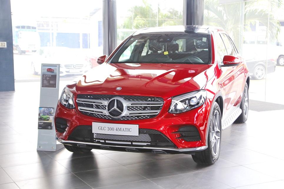 Xe Mercedes GLC 300 AMG màu đỏ 01