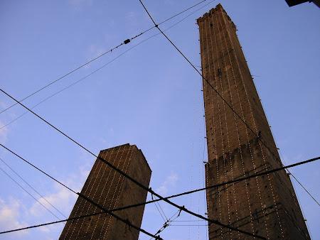 Obiective turistice Bologna: cele doua turnuri inclinate
