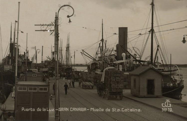 Vapor correo sin identificar en el Puerto de la Luz. Archivo FEDAC.jpg