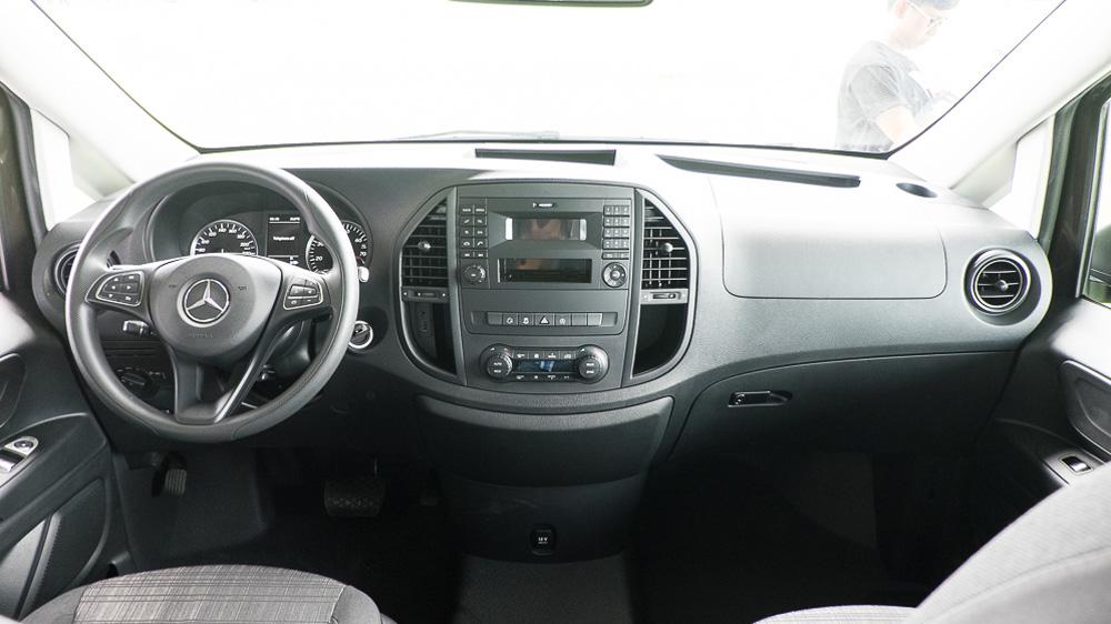Nội thất Xe Mercedes Benz Vito Tourer 121 Máy Xăng màu đen 01