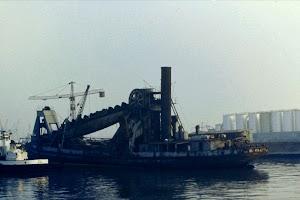 Draga IBAIZABAL. en Santurce esperando su desguace, año 1981.jpg