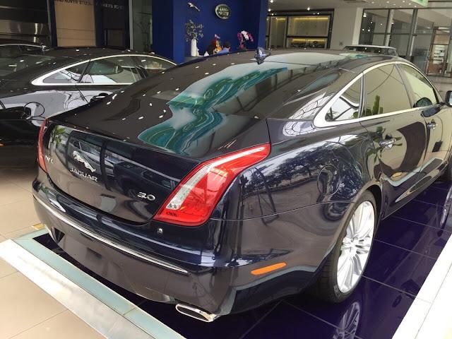 Xe Jaguar XJL Premium Luxury LWB màu đen 03