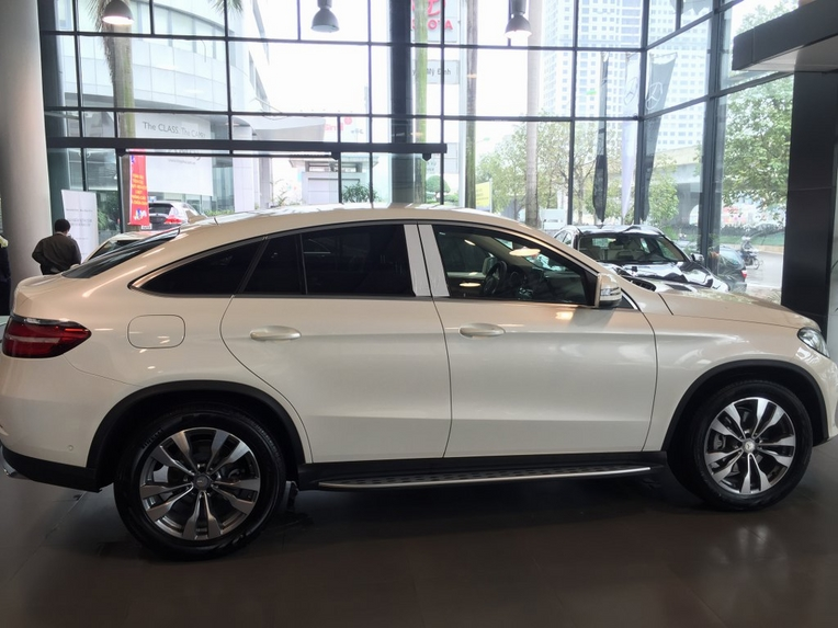Xe Mercedes GLE 400 Coupe 4Matic màu trắng 03