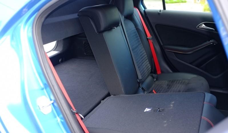 Nội thất xe Mercedes cũ A250 AMG 2014 màu xanh 08