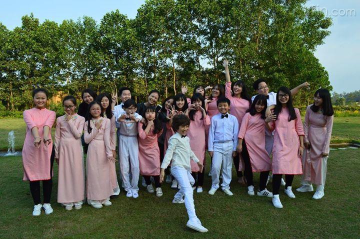Mỹ Linh và các con buổi diễn trong chương trình mừng sinh nhật VNExpress